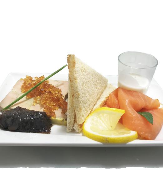 1320 Assiette de saumon fumé et foie gras [800x600]